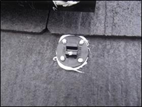 設置した際にピッタンコの4つの穴から接着剤が出ればOKです。