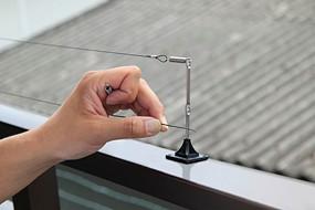 1本目のワイヤーが設置できれば、2本目のワイヤーを設置します